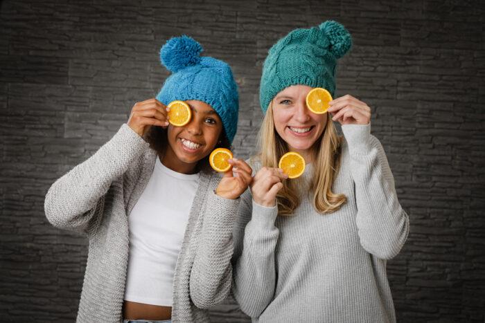 Nadine Petry mit Mütze und Orangenscheiben